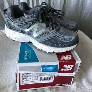 New in box woman's New Balance tennis shoes.